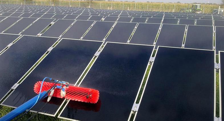 Curatarea panourilor fotovoltaice